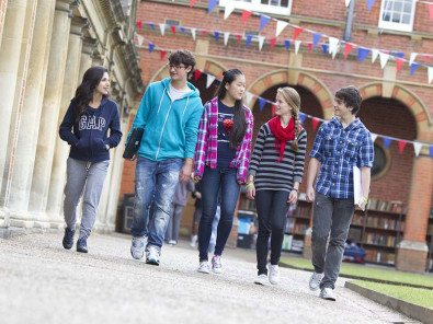 Студенты Bell Wellington College