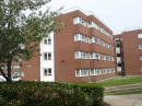 Здание Embassy Summer London Uxbridge