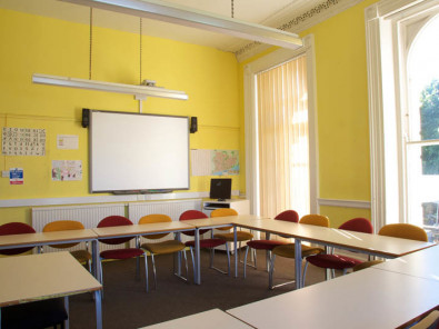 Класс в Embassy English Hastings