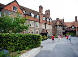 Здание школы Pilgrims Bradfield College