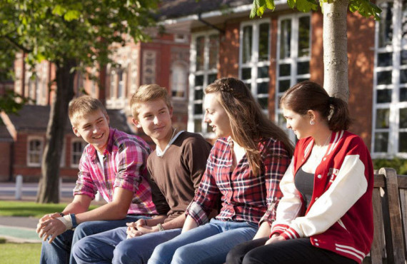 Студенты Our World English Schools Dulwich College