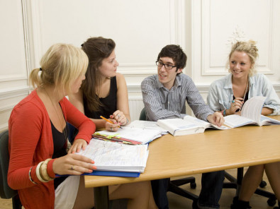 Студенты Frances King School of English на занятиях