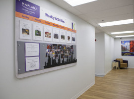 Доска информации в Kaplan International College Chicago
