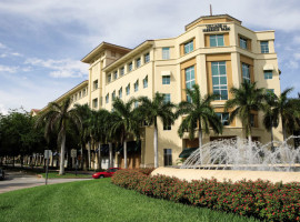 Здание школы Kaplan International College Miami