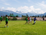Студенты International Summer Camp Montana играют в футбол