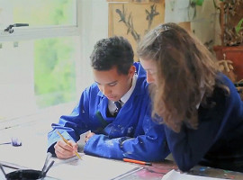 Студенты Monkton Combe School на занятиях