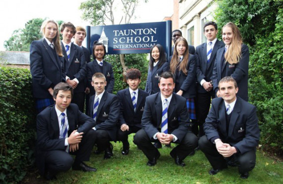 Студенты Taunton School International