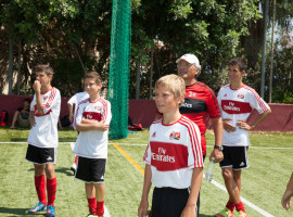 Студенты ESE Milan Junior Camp на разминке