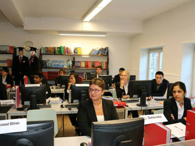 Студенты Business and Hotel Management School на занятиях