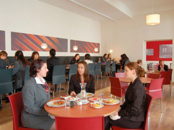 Обед в Swiss Hotel Management School